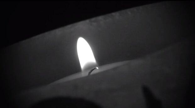 Płonąca świeca/YouTube @ chopsuey emce