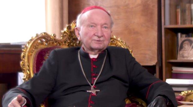 Kardynał Marian Jaworski trafił do szpitala. Jaki jest jego stan