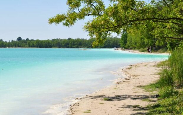 """""""Polskie Malediwy"""", czyli Lazurowe Jezioro. Źródło: claudia.pl"""