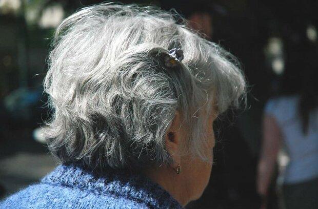 Starsza kobieta/screen Youtube