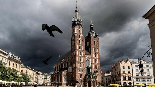Kraków: w nawałnicy ucierpiał nie tylko balon widokowy. Gdzie jeszcze wichura wywołała poważne szkody