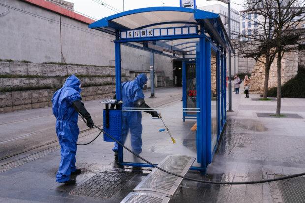Kraków: wraca dezynfekcja miejsc publicznych w mieście gdzie przebywa zwykle najwięcej osób. Czy da to zamierzony efekt