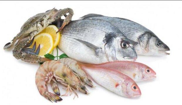 Zatrważające wnioski naukowców po zbadaniu ryb i owoców morza sprzedawanych na targu. O co chodzi