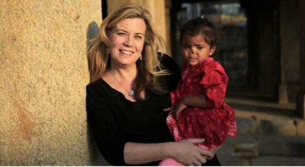 Kobieta adoptowała dwie dziewczynki ze specjalnymi potrzebami, których nikt inny nie chciał. Życie całej trójki zmieniło się na zawsze