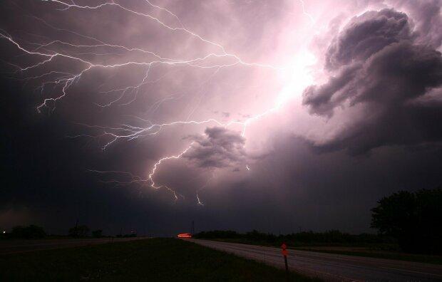 Jak szykuje się pogoda na ten weekend? Meteorolodzy ostrzegają przed burzami