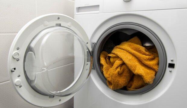 """""""Wielofunkcyjny"""" ocet działa cuda. Wystarczy wlać do pralki i cieszyć się rezultatem. Praktyczne porady"""