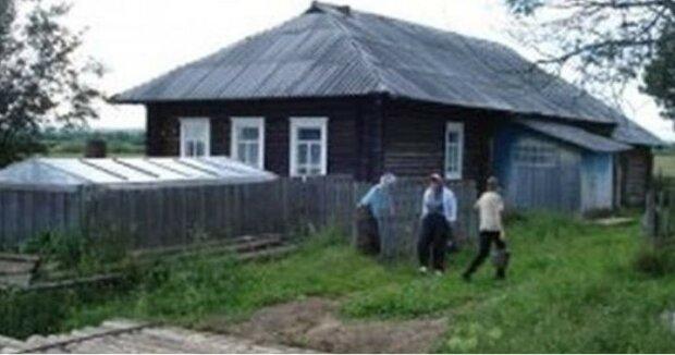 Córka i syn pobiegli do starej chaty. Z Mikołajem mieszkała chora matka. Jednak dzieci nie przyszły zobaczyć dziadka