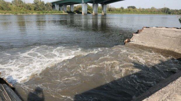 Pomorskie: ścieki z Warszawy wpływają do Bałtyku. Sanepid podał wyniki badań wody w Zatoce Gdańskiej