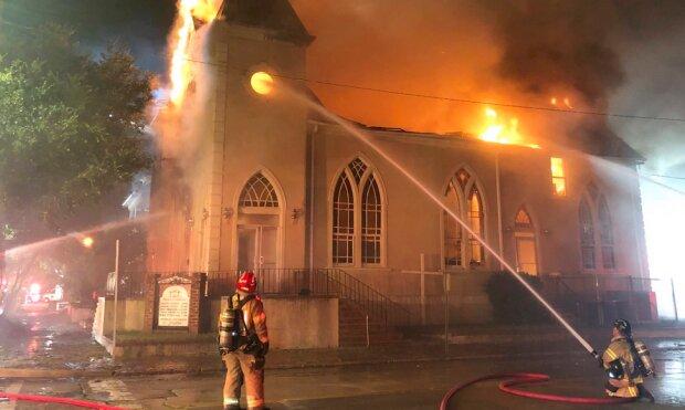 """Mężczyzna wszedł do kościoła i zaczął krzyczeć na parafian! """"Zaraz spalę to miejsce"""""""