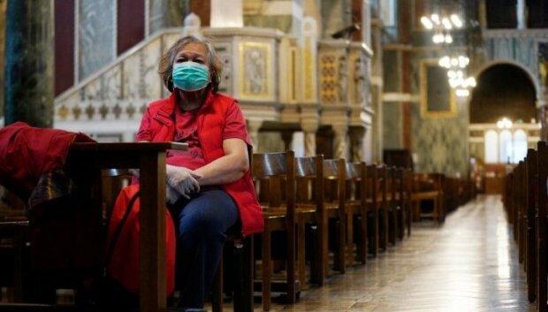 Sanepid pilnie poszukuje parafian, którym ksiądz z pozytywnym wynikiem testu na SARS-CoV-2 rozdawał komunię świętą