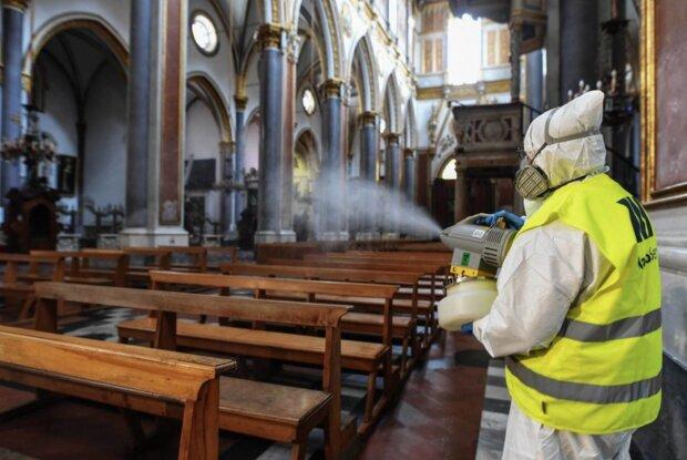 Kolejny duchowny z koronawirusem. Ksiądz odprawiał msze w trzech parafiach. Mógł zarazić setki ludzi