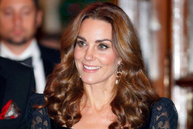Jak księżna Kate przyjęła decyzję księcia Harry'ego i księżnej Meghan?  Na najnowszych zdjęciach z jej twarzy nie znika uśmiech
