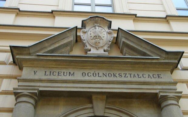 Kraków: panika w V LO. Wniosek szkoły o możliwość zdalnego nauczania sugerował ognisko koronawirusa. Powód jest jednak zupełnie inny