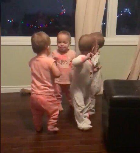 Niesamowite maluchy! / Facebook: Webb Quadruplets Updates