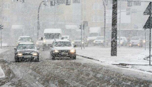 Zima zaskoczyła Polaków. Służby mają pełne ręce roboty