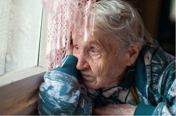 Ludzie zabierają dzieci z sierocińca, a ja postanowiłem zabrać babcię innej osoby z domu starców. Tego dnia wszyscy przestali ze mną rozmawiać