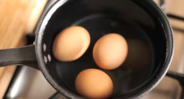 Nie wylewaj wody od jajek. Źródło: YouTube