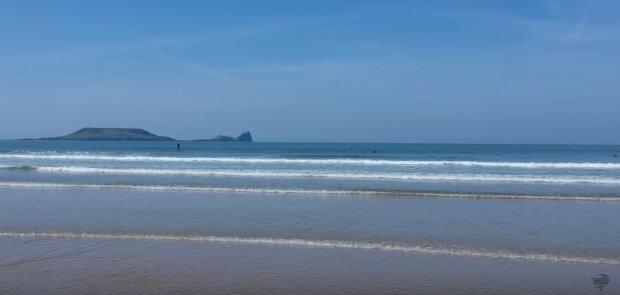 Idąc po plaży zobaczył co morze wyrzuciło na brzeg. Wyglądało jak coś nie z tego świata