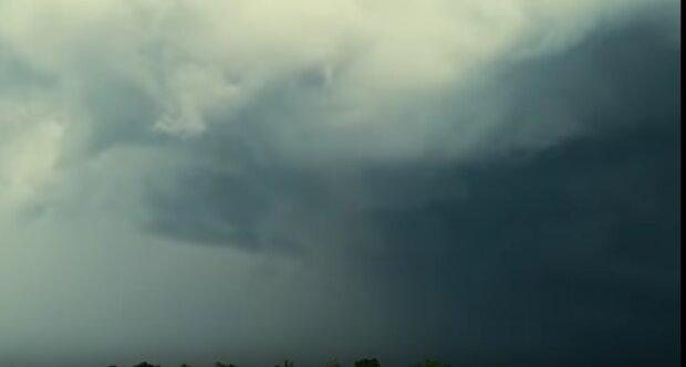 IMGW ostrzega: pogoda może być dziś bardzo niebezpieczna. Prognozowane są groźne zjawiska. Na co trzeba się przygotować
