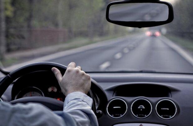 Ten powszechny błąd może spowodować utratę prawa jazdy nawet na kilkanaście lat! Wielu kierowców jest nieświadomych