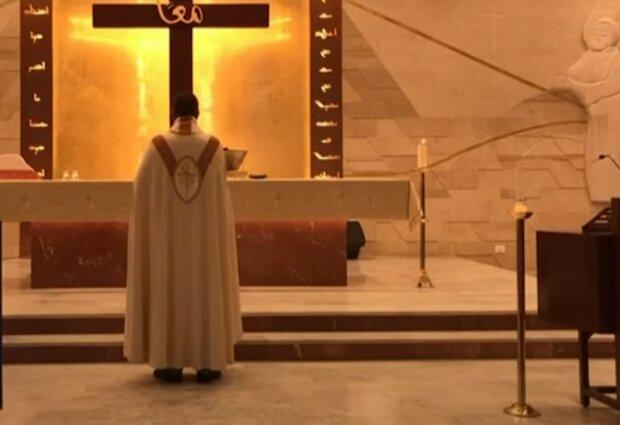 Nagranie z tej mszy świętej obiegło cały świat. Ksiądz podczas jej odprawiania ledwo uszedł z życiem. Co się stało
