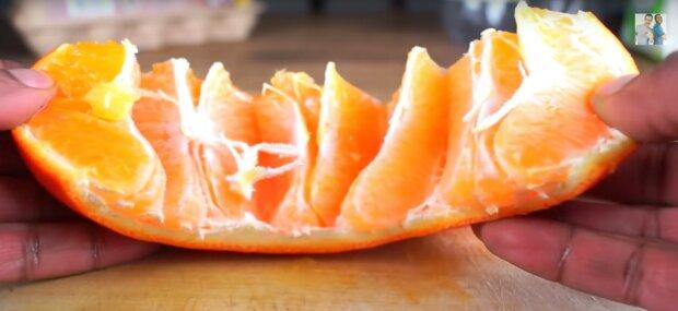 Nigdy nie widziałem tego sposobu obierania pomarańczy. Genialne