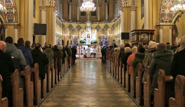 Msza święta. Źródło: konkatedra-ostrowwlkp.pl