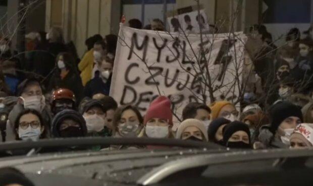 Strajk kobiet/ screen youtube