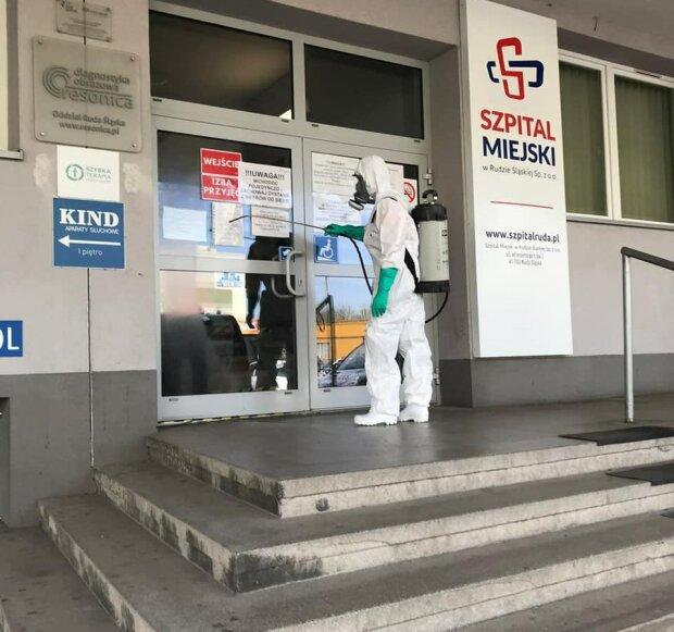 W Krakowie masowa dezynfekcja szpitali. Akcja dezynfekcji w całym mieście