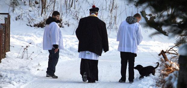 """Obecna sytuacja dotyka nawet kościół. Nowe reguły dotyczące """"chodzenia po kolędzie"""". Wierni są zaskoczeni"""