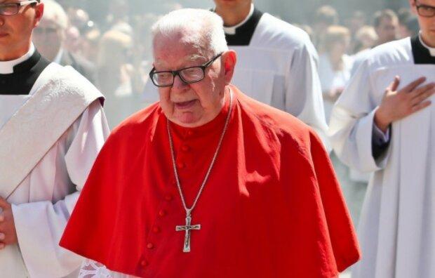 Niewiarygodny wygląd miejsca spoczynku św. pamięci kardynała Gulbinowicza. Uroczystości odbyły się w tajemnicy