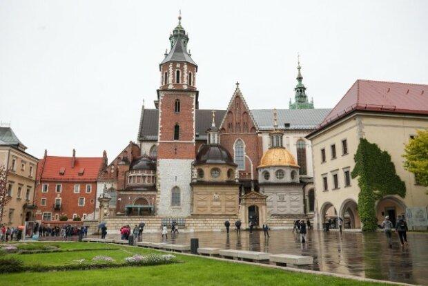 Co z kościołami w świetle obostrzeń. Inne miejsca zamknięte. Kościoły w Krakowie