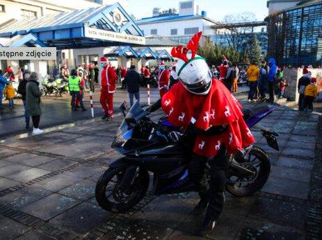 Mikołaje na motocyklach z prezentami dla dzieci w szpitalu. Piękna akcja w Krakowie