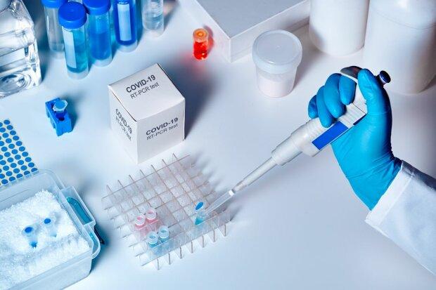 Kraków: mieszkańcy boją się koronawirusa. Ogromne kolejki ustawiają się do badań na COVID-19