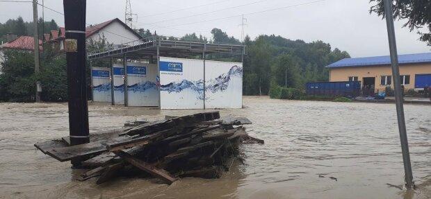 Oberwanie chmury nawiedziło południe Polski. Mieszkańcy powiatu myślenickiego szacują straty, jakie spowodowała powódź. Są nagrania i zdjęcia