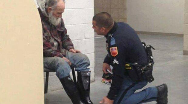 co policjant zrobił dla bezdomnego, screen Google
