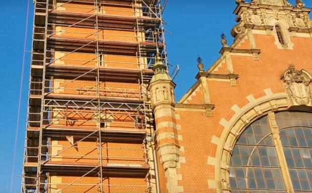Gdańsk: remont dworca kolejowego idzie do przodu. Miasto podało na jakim etapie są już prace w budynku