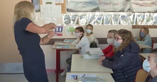 Szkoła w czasach koronawirusa. Źródło: Youtube