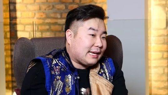 Bilguun Ariunbaatar. Źródło: Youtube
