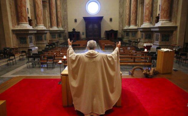 Ile wynosi emerytura duchownych? / irishnews.com/