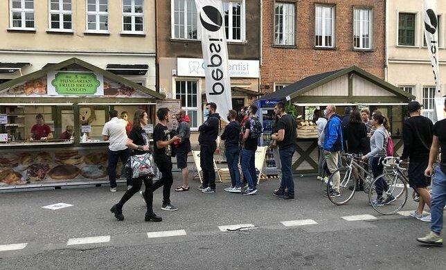 Gdańsk wspiera gastronomię. Gdańszczanie w kolejkach do restauracji