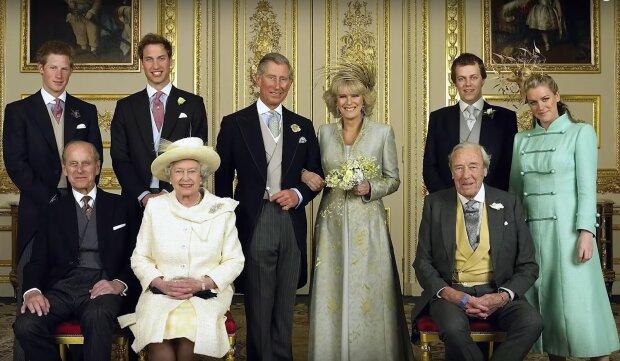 Zdjęcie ślubne księcia Karola i Kamili / YouTube: The List