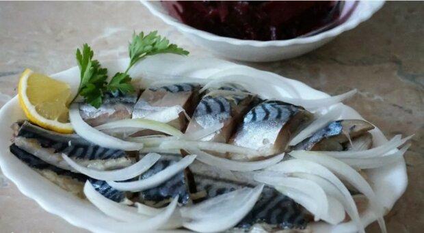 Nie będzie Bożego Narodzenia bez ryby. W domu zrobiona lekko solona suszona makrela zakróluje na Twoim stole