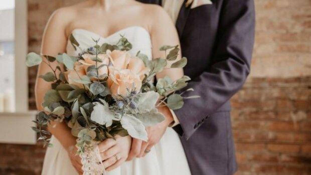 Panna młoda przeglądając ślubne koperty nie wierzyła własnym oczom. Zawartość jednej z nich szczególnie zapadnie w pamięci nowożeńców