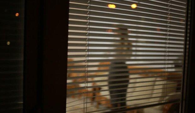 Urzędnicy kontrolują nauczycieli po godzinach i sprawdzają, co robią. Grozi im nawet wydalenie z zawodu