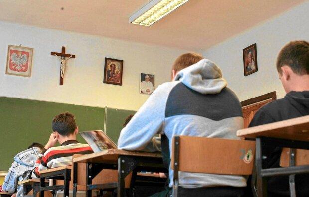 Ksiądz prowadzący religię doprowadzał uczennice do łez! W końcu uczniowie wzięli sprawę w swoje ręce