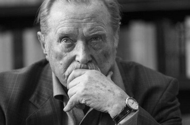 Rodzina Emila Karewicza podjęła ciężką decyzję. Aktor zostanie pożegnany w rodzinnym gronie