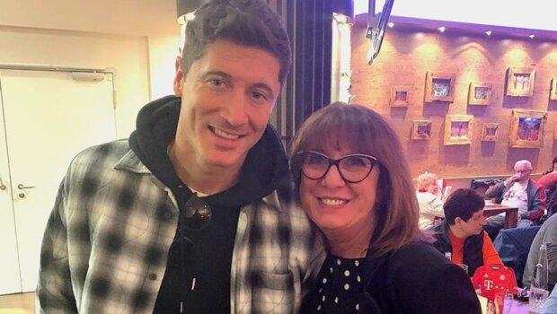 Robert Lewandowski z mamą/ https://sport.radiozet.pl/