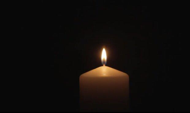 Płonąca świeca/YouTube @ RelaxingVideoLoops