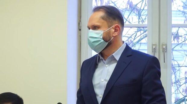 Kamil Durczok w sądzie. Źródło: Youtube TELEWIZJA PIOTRKÓW